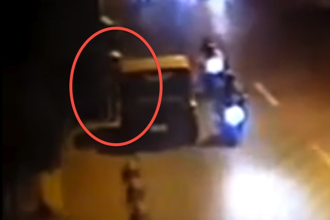 03-Police-behind-Jeep